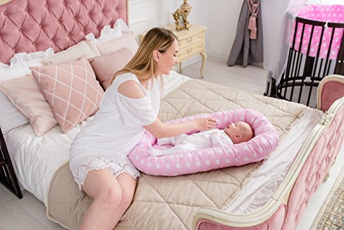 ComfortBaby ® multifunktionales Babynest (80 x 52 cm) Baby-Reisebett für Neugeborene. (RosaMitWeissenKreisen)