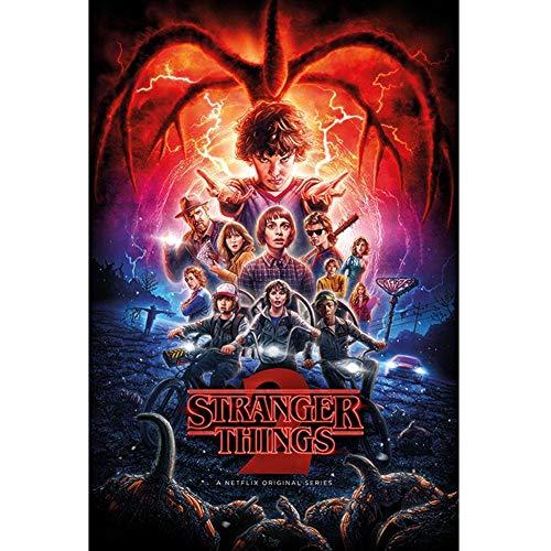 Stranger Things- Segunda Temporada/Colaje, Multicolor, Stand