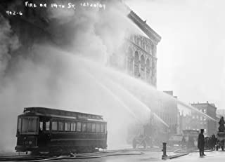 The Poster Corp NYC: Fire 1909. /Nfiremen Spraying A Burning Building On 14Th Street In New York City. Photograph 20 December 1909. Artistica di Stampa (60,96 x 91,44 cm)