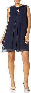 فستان حريمي صغير من Sandra Darren من قطعة واحدة من الشيفون بلا أكمام بفتحة للمفاتيح على شكل حرف A
