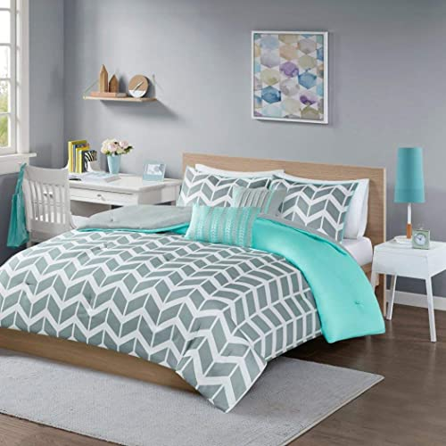 Awesome Modern Grey And White Chevron Stripes With Aqua Accents Comforter Bedding  Set (full/queen