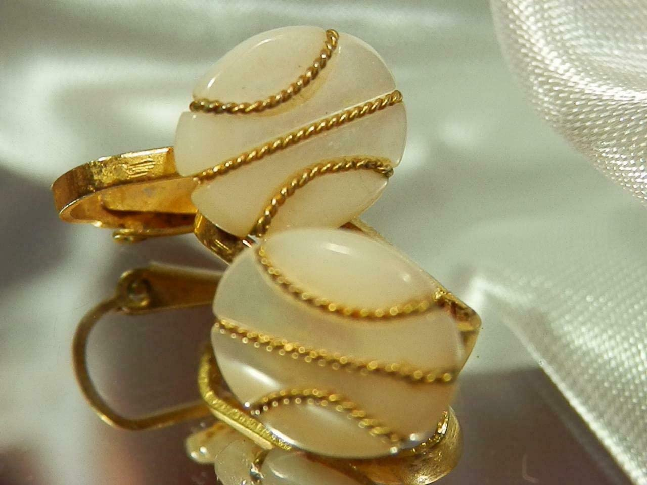 Vintage 1970's Dainty Gold Tone Mother of Pearl Round Clip On Earrings