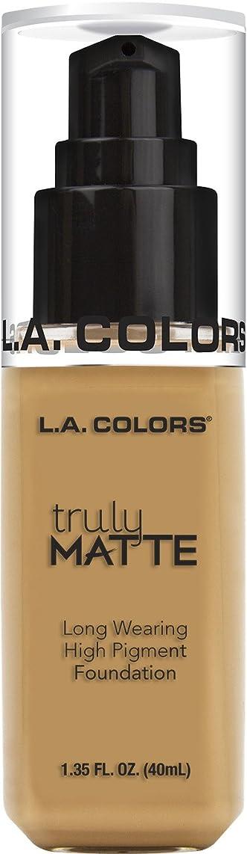 マーキー貼り直す脈拍L.A. COLORS Truly Matte Foundation - Golden Beige (並行輸入品)
