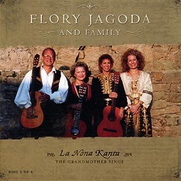 La Nona Kanta (The Grandmother Sings)