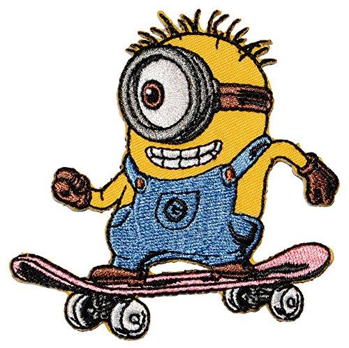 """Bügelbild - """" Minion - Carl / Stuart - auf einem Skateoard """" - 8,3 cm * 8 cm - Aufnäher Applikation - Minions / Ich einfach unverbesserlich - gestickter Flicken - Jungen & Mädchen / Kinder - Despicable Me - Tom Steve Mark"""