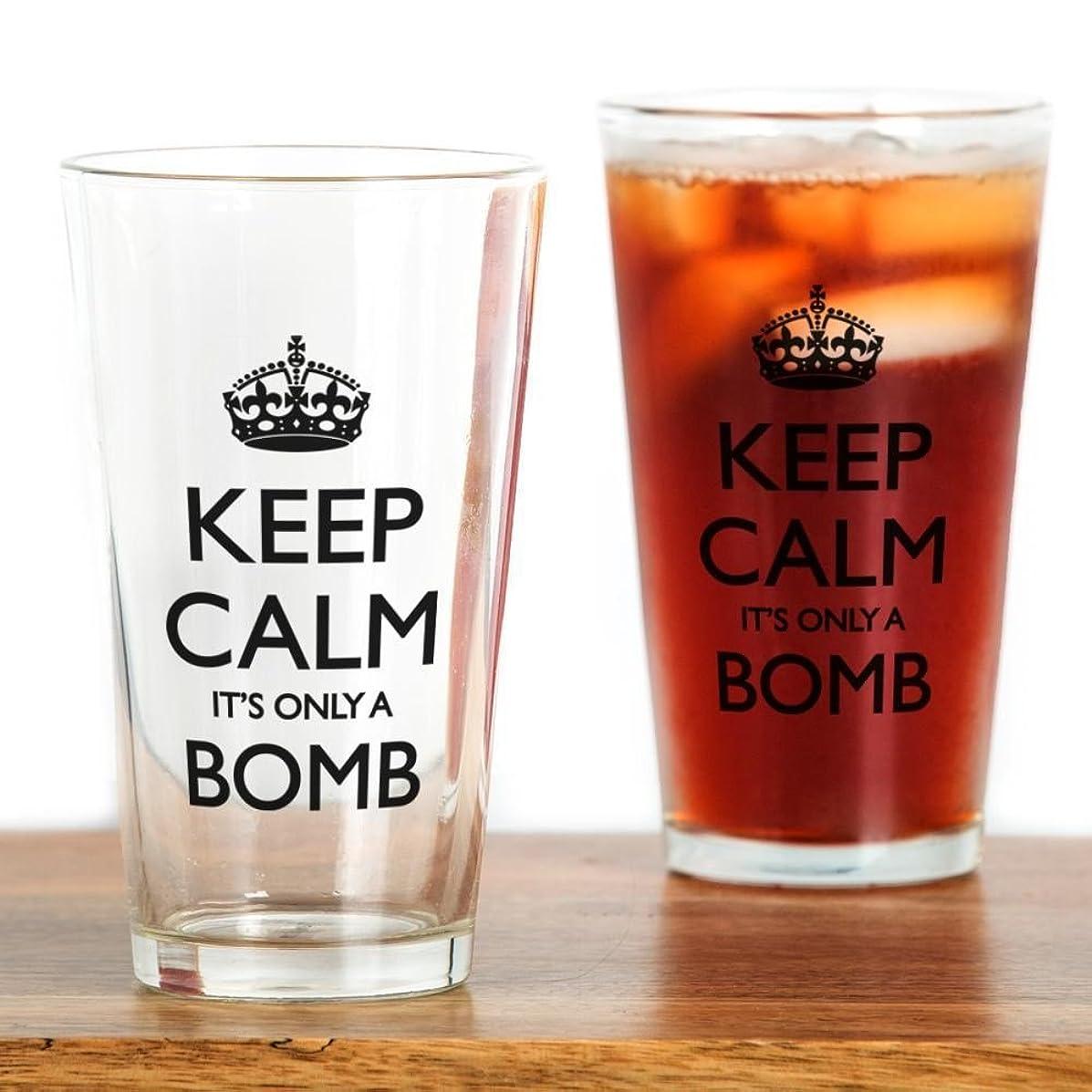 保守的兵器庫借りているCafePress?–?Keep Calm。。。It 's only a Bomb?–?パイントガラス、16オンスDrinkingガラス クリア 067980534933332