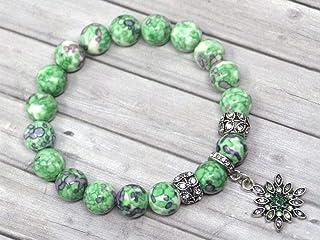 Bracciale da donna in perle di giada bianca colorate di verde e nero e charms a forma di stella con cristalli
