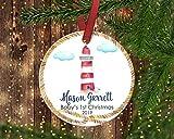 None-brands Personalisierbarer Weihnachtsbaumschmuck mit Leuchtturm-Motiv.