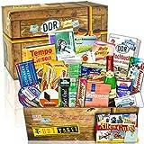 DDR Paket 'DDR SPEZIALITÄTEN BOX' Geschenkverpackung mit Ostmotiven. DAS Ostprodukte Geschenk mit bekannten DDR Produkten wie Viba Nougat Stange, Pfeffi...