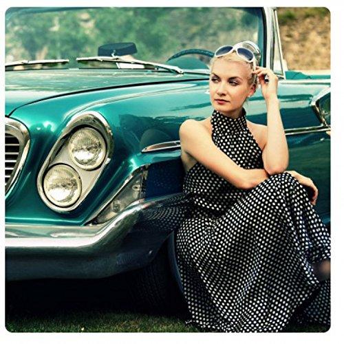 1art1 Oldtimer - Girl and A Green Car Acrylglas-Bild 29 x 29 cm