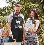 MoonWorks® Grill-Schürze für Männer mit Spruch I am The one who Cooks Baumwoll-Schürze Küchenschürze schwarz Unisize - 3