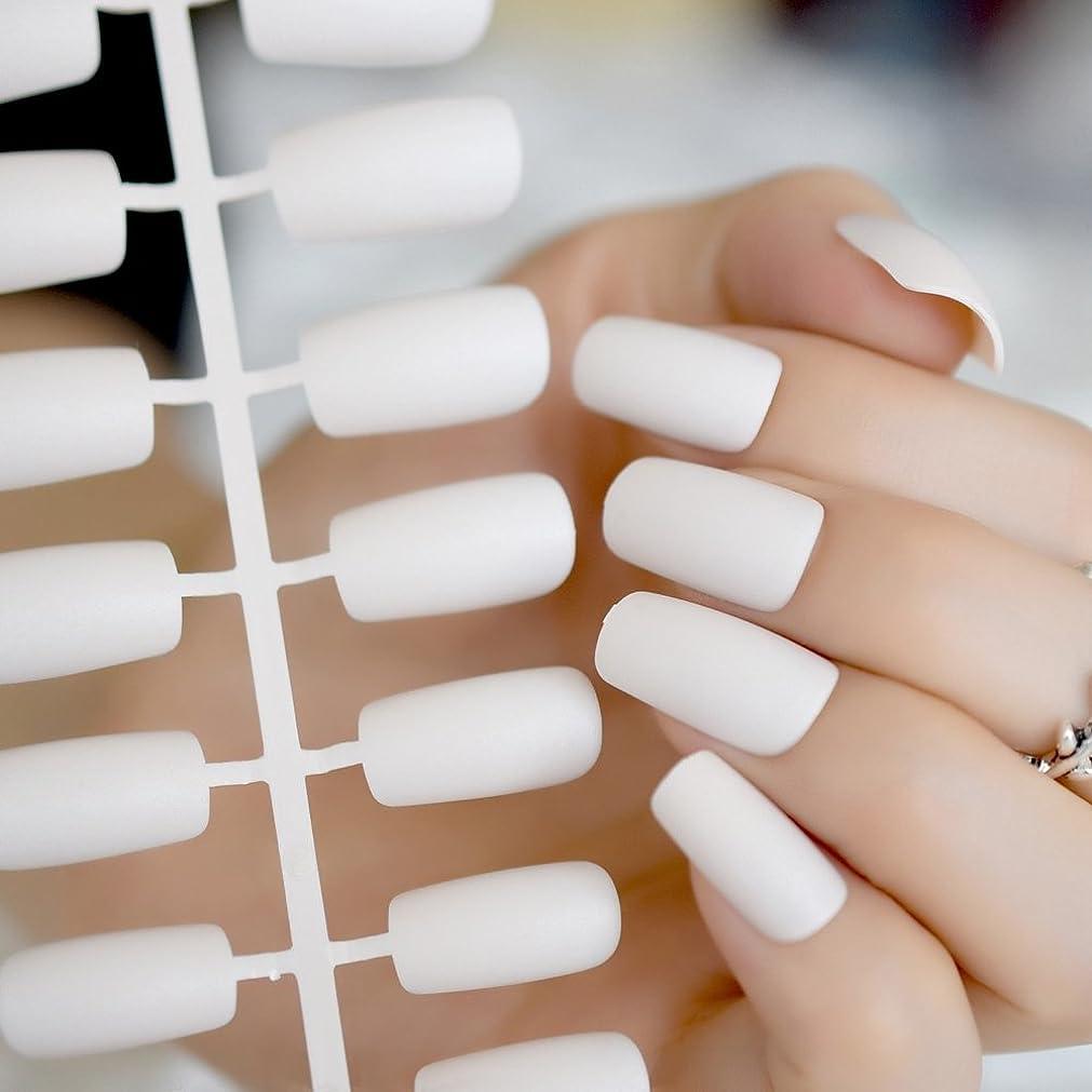 一致オフ研究所XUTXZKA 白いつや消しの偽の偽ネイルのヒントは、中程度の長さの人工ネイルの花嫁が着ていた