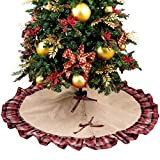 Dimensioni: la copertura per la base dell'albero di Natale misura 122cm di diametro, la dimensione ideale per tutti gli alberi, per soddisfare le esigenze di qualsiasi casa e offrire un'atmosfera festiva. Materiale: iuta naturale di buona qualità co...