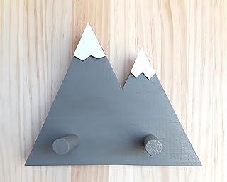 Perchero gris de madera con forma de montañas de estilo minimalista