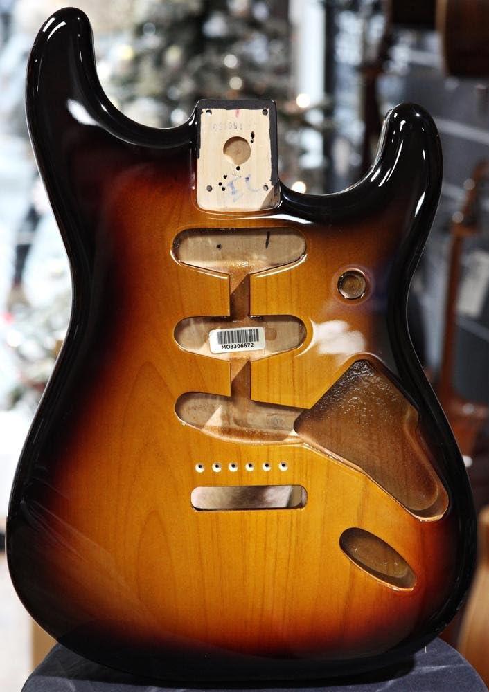 Fender Stratocaster SSS 099-8003-700 Cuerpo de aliso, 3-Color Sunburst