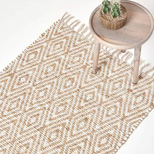 Homescapes Teppich/Bettvorleger Sierra, handgewebt aus 100% Hanf, 90 x 150 cm, Flickenteppich mit geometrischem Rautenmuster und Fransen, Creme/Natur