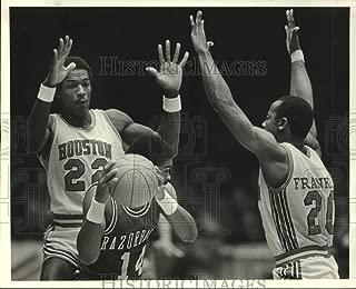 Historic Images - 1983 Press Photo Arkansas Ricky Norton and Houston Clyde Drexler, Alvin Franklin