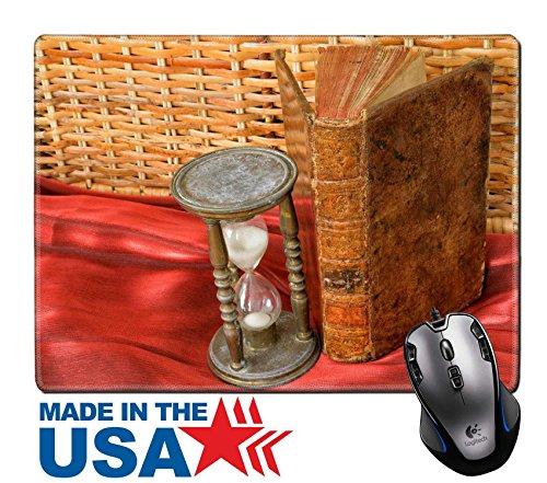 MSD Naturkautschuk Maus Pad/Matte mit genähte Kanten 9,8x 7,9Vintage Buch und Sanduhr auf alten Tisch Nahaufnahme Bild Bild 22941084