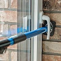 Mit unserer verstellbaren Sicherungsstange können Sie ihre Fenster und Türen schnell und einfach vor unbefugtem Öffnen sichern Diese wird einfach in die Fensterlaibung gespannt und hält mit ihren gummierten Endplatten sicher und fest Komplett aus Sta...