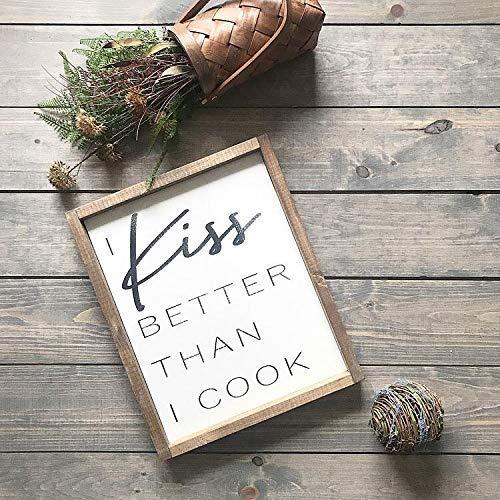Ca565urs Holzschild mit Aufschrift I Kiss Better Than I Cook, gerahmt