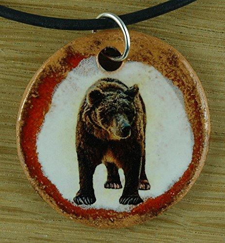 Echtes Kunsthandwerk: Schöner Keramik Anhänger mit einem Bär; Braunbär, Grizzly, Wildpark, Zoo