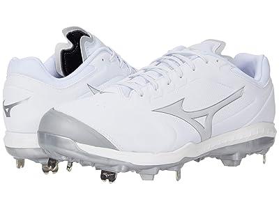 Mizuno Sweep 5 Low Metal Softball Cleat (White) Women