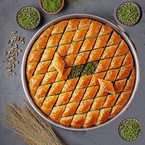 Pistazien Baklava/ direkt aus Gaziantep /traditionell türkisches Rezept/Beste Qualität/ Frisch/ Ohne Zusatzstoffe/kommt mit Tablett/1350 G/Klassische