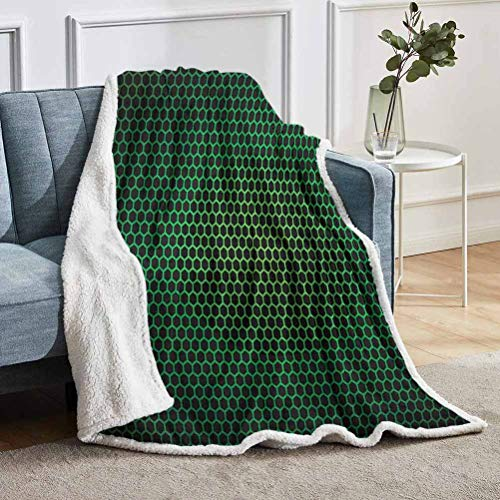 YUAZHOQI Manta de forro polar verde bosque, patrón geométrico de panal con tecnología polígonos de malla temática, manta de forro polar para sofá cama de 127 x 152 cm, verde y negro