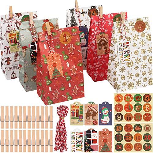 sookin Geschenk Papiertueten, 24 Kraftpapiertüten 2020 Geschenk Papiertueten für Weihnachten Party DIY Basteln, mit 24 Weihnachtlichen Aufklebern, 24 Mini-Holzklammern, 24 Juteschnur und 24 Etikett
