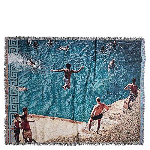 ZOEPPRITZ Absurd Jump-Decke – weiche Tagesdecke mit Fransen aus Baumwolle – Schwimmbad und Sommer – für Terrasse, Balkon und Garten – 140x180 cm