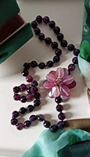 Collana Lunga di Pietre Viola con Fiore