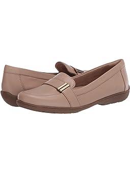 SOUL Naturalizer Womens Kacy Loafer