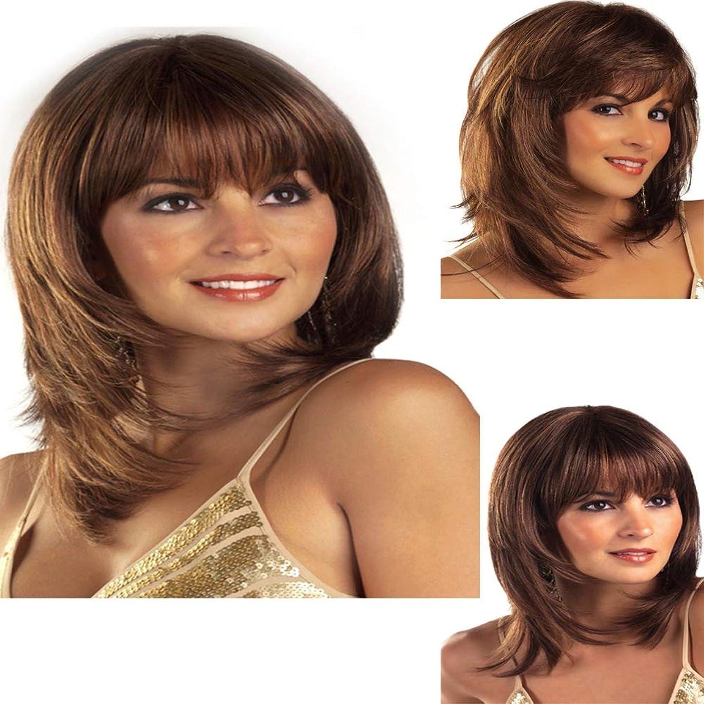 パキスタンと闘う産地毎日のために前髪ショート波状カーリーウィッグ耐熱完全な頭部の髪の交換ウィッグ着用やコスチュームウィッグとダークブラウンの合成ウィッグ