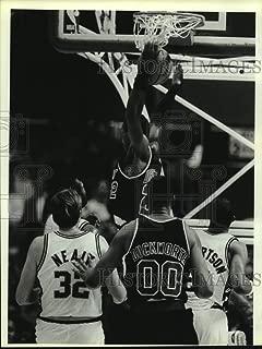Historic Images - 1988 Press Photo Spurs & Blazers, Clyde Drexler Dunks one, Basketball