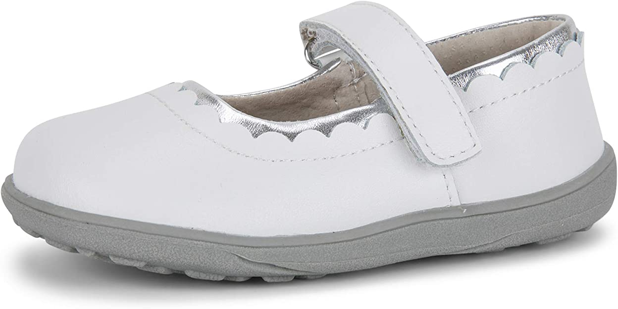 Fits Medium, Wide, and Extra Wide Feet