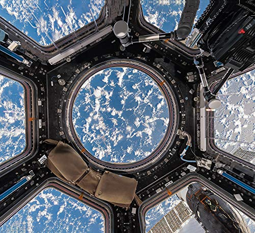 Interior space. A visual exploration of the international space station
