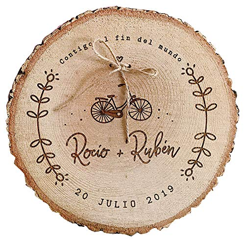 MONAMÍ - Porta alianzas de madera grabada con cordel para anudar los anillos. 18-22 cm (2 PERFORADOS Y CORDEL, 14-18 cm)