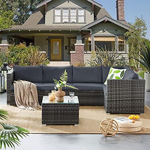 Tibesigns Outdoor Patio Gartenmöbel Set, Rattan Ecksofa-Set mit Sitzglas-Couchtisch & Auflagen,Gartenlounge für 5 Personen – Sitzgruppe für Garten&Pool (Mix Grey/Grey)