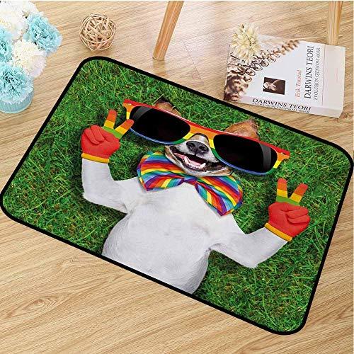 Amanda Walter Pride Mat Funny Face Gay Dog Tumbado en la Hierba Verde con Signos de la Paz y Gafas de Sol Gigantes Humor fors garages Patios 36 'x24'