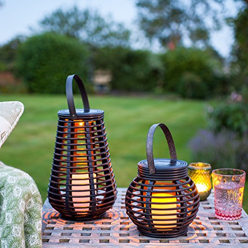 Lights4fun 2er Set LED Solar Laterne Rattan Windlicht