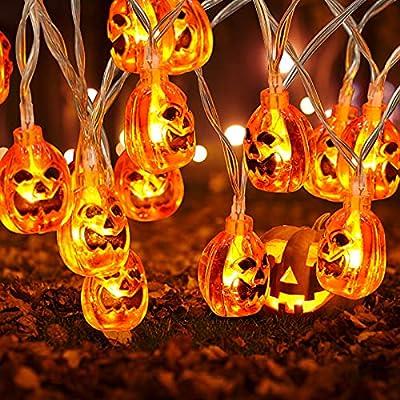 🎃【Decoración de luces de calabaza de Halloween】 Las luces de cadena de calabaza de Halloween miden 10 pies de largo y tienen 20 luces LED. Funciona con 3 pilas AA (no incluidas), portátil y de bajo consumo. Puede colocarlos en cualquier lugar sin pre...