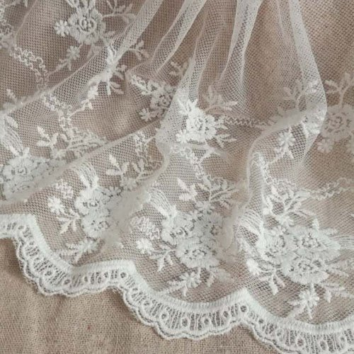 Off White 3 Yards Retro Floral Embroidered Mesh Lace Fabric Wedding Bridal Veils Craft Scalloped Trim Lace for DIY Dress 7.87 Inches Width