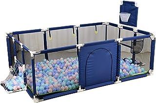 مساحة لعب صغيرة مغلقة بسياج شبكي لحماية للاطفال اثناء لعبهم ومرحهم