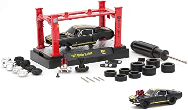 M2 Machines 1967 Shelby GT500 (Semi-Gloss Black with Stain Gold Stripes) 2016 Model Kit (Release 9) - 1:64 Scale Die-Cast Vehicle & Auto-Lift Building Set (R09 16-07)