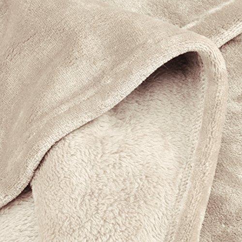 AmazonBasics Plaid en Peluche Toucher Velours pour la Chambre, Sable, 127 x 152cm
