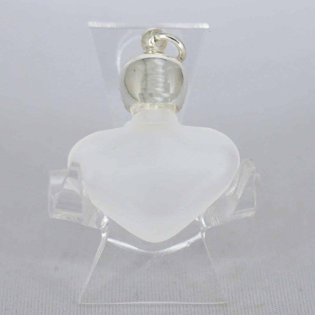 置くためにパック定義きらめくミニ香水瓶 アロマペンダントトップ ハートフロスト(すりガラス)0.8ml?シルバー?穴あきキャップ、パッキン付属【アロマオイル?メモリーオイル入れにオススメ】