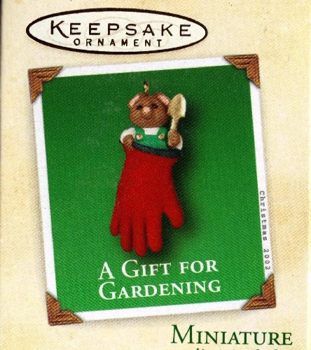 Hallmark 2002 Mini Ornament A Gift for Gardening - Mouse in Glove