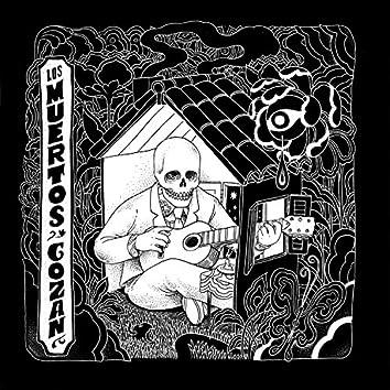 Los Muertos Gozan (feat. Camilo Arbuco)