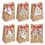 DISEÑO DESTACADO DE NAVIDAD: Las bolsas navideñas de papel kraft están impresas con románticos copos de nieve en la superficie. Equipadas con las cintas rojas navideñas clásicas, que no solo juegan un papel decorativo, sino que también evitan que el contenido se caiga. Con 6 etiquetas temáicos de Navidad, calcetín de Navidad, copos de nieve, árboles de Navidad, muñecos de nieve, caja de regalo, Santa Claus.