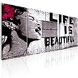 murando Quadro Banksy Life is Beautiful 150x60 cm Stampa su Tela in TNT XXL Immagini Moderni Murale Fotografia Grafica Decorazione da Parete 5 Pezzi Street Art Urban Murale i-C-0114-b-m
